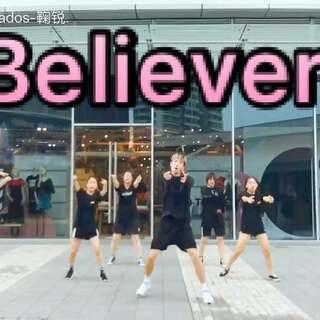 歌曲:Believer 自己编排的 #舞蹈# 和队形💗选择在今天这个特别的日子里发出来是因为今天是自己2️⃣0️⃣的🎂生日.✨让自己铭记自己对舞蹈的热爱 和 初心😏大家热爱舞蹈一定要坚持下去!并且我们早上6点起来拍视频 大家都很棒!🔥喜欢的点赞👇转发👇评论下面#mp x##我也上热门#