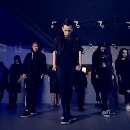 这是在HelloDance的最后一个视频,本来不该发。⚠️⚠️⚠️但是只是跟大家声明一下已经没有在Hello Dance工作了。以后还是会更新舞蹈视频放心哈😜#舞蹈##韩流一手党##我要上热门#@美拍小助手 @韩流一手党 https://weibo.com/u/2623891951
