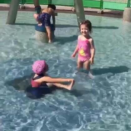 #美拍运动季#带#小团子#去戏水,巴黎买的泳装终于可以用上了😝#宝宝#
