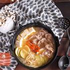 吃腻了泡菜汤,不如试试煮个【大酱汤】吧!同样简单美味,比起泡菜汤更鲜甜哦。拿来泡饭,咕噜咕噜就把一碗饭吃完啦~ #美食##韩国料理##韩式#