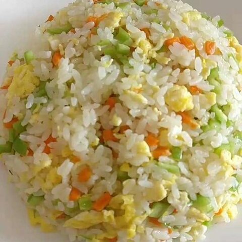 蛋炒饭,红烧肉烩园白菜,拌生...