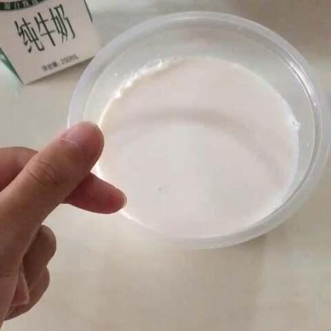 牛奶巧克力冰棍。冻好了再...