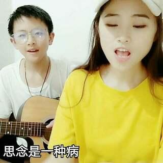 忽略我弟第一口嘎嘣脆😂😂#U乐国际娱乐##吉他弹唱##逗逼姐弟的日常#😂😂不要嫌弃我们俩