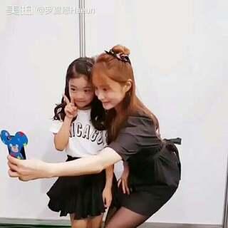 With jini欧尼~ 国民姐姐,也是孩子们的偶像 能够这么近距离的看到真是太好了(ฅ∀<`๑)╭ 希望以后也有见面的机会~~ #罗夏恩##舞蹈神童罗夏恩#