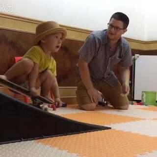 宝宝哭了因为爸爸不帮助他玩滑板 #滑板##宝宝##混血ernie#
