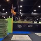 #运动##美拍运动季##日常生活#我在蹦床馆做的一个视频。