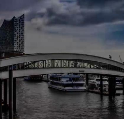 """世界著名的""""水上城市""""——德国汉堡!关注【拍秀旅行】微信公众号,获得更多#旅行#咨询。"""