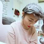 今天的日常是,染头发😜😜😜 封面还可以撒😵😵😵 我用了一瓶染发泡沫,不同长度的用量不同,说明书里都有写明的哈。在家染头发省钱又省时间💪#momo家的日常#