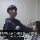 一韩国妹子给男友来了一出惊喜整蛊,假装摔坏他的相机,想看看他什么反应...可以说模仿标答了,难怪人家有对象...#搞笑#