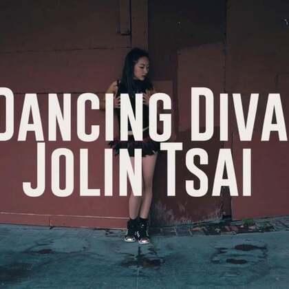 很高興能參與到由@Mini纽约舞者 編舞的視頻拍攝中。歌曲是華人之光@蔡依林 耳熟能詳的「舞娘」。排舞和剪輯:@Mini纽约舞者 舞者:@滚来滚去Travis 、Ryan、Robby和我。