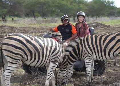 毛里求斯私藏着微缩版的肯尼亚,想和动物亲密接触那势必不能错过这里。乘坐四驱车在丛林里偶遇鹿群、斑马和鸵鸟,喂长颈鹿,还可以摸狮子的屁股!卡塞拉自然探险公园,来到毛里求斯一定不能错过的一站#带着美拍去旅行##我要上热门##hi走啦#