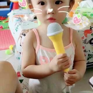 逗逗很喜欢唱歌呢。#宝宝#