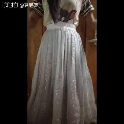 #小豆芽的成品秀#莲华生的绣花褶裙,松紧带。明天做个绣花腰带遮住松紧就很好看了,请无视我的汤姆睡衣