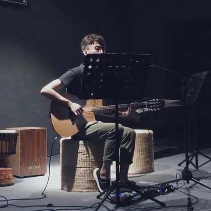歌名:爱很简单#音乐##吉他弹唱##爱很简单#@美拍小助手