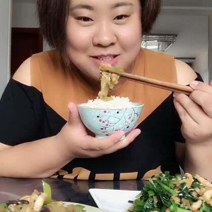 #吃秀#今天做了几个小炒菜,配米饭,嘿嘿,从老家带了榛子和杏仁,转评赞里捉三位宝宝,每人榛子杏仁各一袋😘😘😘