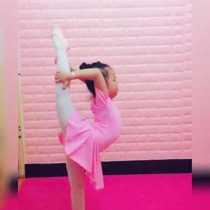 #宝宝##舞蹈##舞蹈基本功#这几天练习的作业,有没有进步了点@美拍小助手 @宝宝频道官方账号