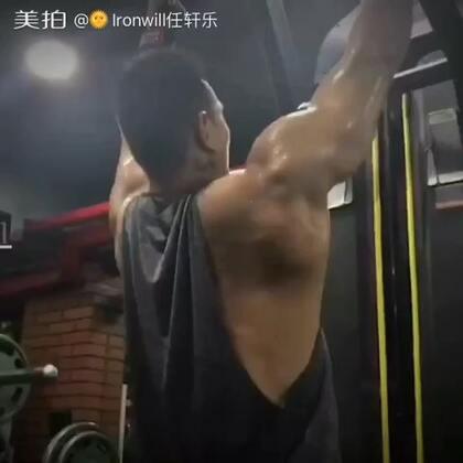 #运动##健身日记##我要上热门# 7月28日 背部训练小记 也巴蒂!Iron will