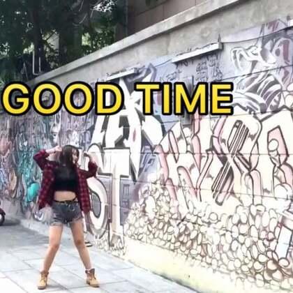 #舞蹈#我这个更新速度可以吧🌚 快夸我 哈哈 你们都说要外景的所以上回拍外景顺便就一起拍啦 希望宝贝们都有#good time# 别忘了💛点赞转发评论💛 爱你们😽#热门#@美拍小助手