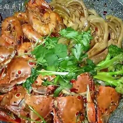 麻辣海鲜香锅#美食##家常菜#福利继续,转发+评论+点赞+转发抽三位小伙伴送红包哈。
