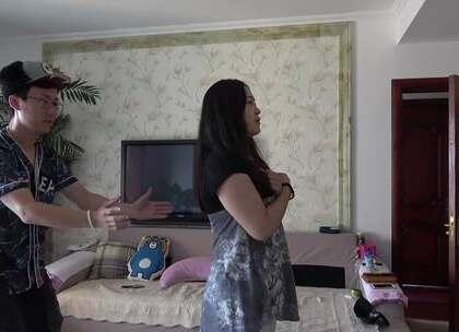 小罗和媳妇在家玩小游戏,单身狗别点#小罗恶搞##夫妻恶搞##秀恩爱#