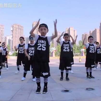 ✨少儿街舞初级班舞蹈外拍视频uptown funk。小朋友们都没学多久。各位小伙伴们多多鼓励哈😘😘#舞蹈##重庆渝北龙酷流行舞蹈培训#