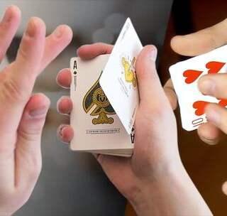 100倍慢放看都不出破绽的变牌手法!原来这么简单😱😱良心魔术教学!学会的记得双击评论支持一下哦!#我要上热门##美拍小魔术##魔术教学#@美拍小助手