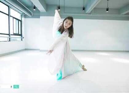 派澜#中国舞#熊丽珊老师用她的长眉,妙目,手指,腰肢;用她细碎的舞步,轻云般慢移,旋风般疾转,#舞蹈#出歌声中的悲欢离合 #我要上热门#@美拍小助手@舞蹈频道官方账号