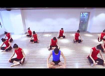 """派澜#中国舞#""""形、神、劲、律""""是中国古典舞的主要动作元素,小天老师带领学员们将这四种动作元素进行有机地结合,在做到动作元素的统一之后,融入自己对#舞蹈#的理解,将中国古典舞的身韵发挥的淋漓尽致!#我要上热门#@美拍小助手@舞蹈频道官方账号"""