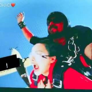 选了一个最真实的封面😂第一次高空跳伞献给了拉斯维加斯!太刺激了!六千多米的高空!还想再来一次!😜二十五岁以前要做的事情里面可以把这一项画上✔️啦#高空跳伞##运动##搞笑#