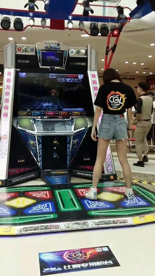 你们的@Game噢ver 在萝岗万达热场@e舞成名官方 @e舞者官方 #e舞成名#