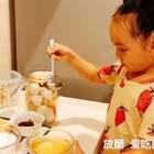 #宝宝##宝宝做家务# 到了腌蒜的季节🍃 姥姥带着山竹 山竹带着大家一起来腌蒜🎉🎉喜欢吃酸甜口味的朋友 不妨尝试一下!虽然它是重口味😱😱但还是很美味的😘😘😘