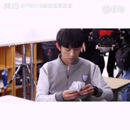 #TFBOYS##易烊千玺# 【少年片场】今日问题:尹柯学长折的是个啥[#手工#😜