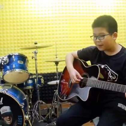 《lemom tree》#音乐##吉他弹唱#支持@典雅Ai视频