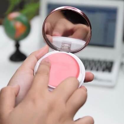 其实唇膏是很容易的做的哦😉自己完全用可以使用的材料做出来的唇膏,除了能润自己的嘴唇,也完全不用担心材料不合格哦☺#手工##DIY##机智日记#