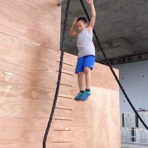 【十三Film影视工作室美拍】未来的无敌全能少年爬绳练力量及...