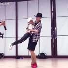 小Amy好可爱,这么小音乐可以处理的这么自然,这两支#舞蹈#都不简单而且只学第一次,哇,So cool❤ @Sinostage舞邦-Amy @SINOSTAGE舞邦 #JowVincent#编舞