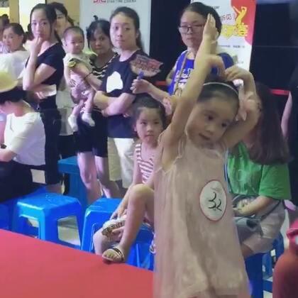 #宝宝##我要上热门#在没有培训,只是上台前彩排了一遍的情况下完成了第一次走秀,赞一个👍👍👍