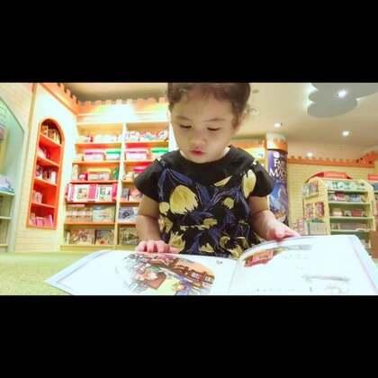 前两天去书店买书,momo自己挑了本书就坐下自己读了。我没注意看书的名字和内容,回家看到这个视频,感觉内容很精彩啊#学习mo#