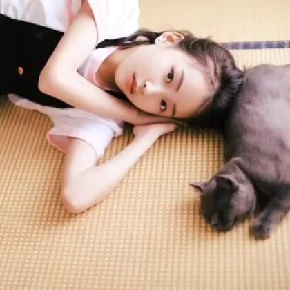想和我一起做夏日尾巴的少女吗🍉是呀~只要有你和一只猫再来个大西瓜就够了#写真#
