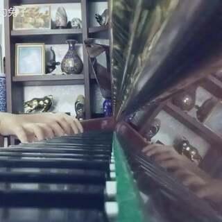 《主题与变奏》(菲伯尔钢琴基础教程1)🎹 回到诺诺的姥咪家疯玩了几天,有空会带他练一会儿琴。这台钢琴的牌子是otto meister当时也叫切尔,是我儿时的伙伴。多年以后,和我的宝宝一起重温旧音,感觉好奇妙!#音乐##宝宝#