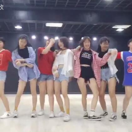 #Good time##舞蹈# 很早就录的视频,一直忘了发 😂 舞社提高班一群群可爱的零零后妹子们~~ 喜欢跟你们在一起跳舞的感觉哦! 喜欢这个视频记得点赞哦!❤️
