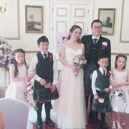 参加好朋友的婚礼,度过了非常愉快的一天,三个孩子作为花童表现完美,无比自豪的大帝和妈咪❤️