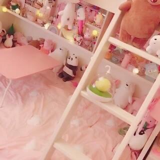 #介绍房间##介绍床#毫无少女心🤓嫌low别看😎要不要继续介绍上铺?😋床是我六年级时爸妈送的生日礼物😉喜欢😍