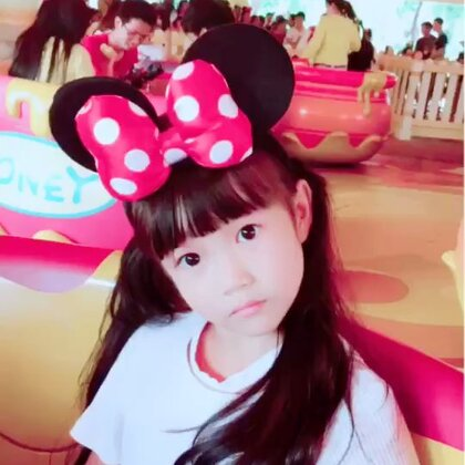 #上海迪士尼乐园##宝宝##U乐国际娱乐#梦幻之旅🎡🎠🏰🎢🎆🚢甜甜玩了极地世界过山车,海盗船这两个刺激的项目,还有其他几个小项目,勇敢👍