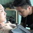美女把男友名字纹在胸口, 失恋后她忍痛做了这件事#二更视频##女神##我要上热门#