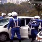 同样是女司机拒绝下车检查,日本警察是怎么执法的🔥#精美电影#
