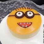 芒果慕斯!蛋糕片做法参考链接:http://www.meipai.com/media/782147845配方:蛋糕片 慕斯液:淡奶油180ml 奶酪100g 纯牛奶70ml 芒果1个 细砂糖50g 吉利丁片:10g 镜面:芒果1个 纯净水120ml 吉利丁片:5g #美食##慕斯蛋糕##甜品# 配乐:New Soul