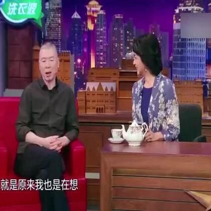 """#冯小刚#此前在#上海电影节#指出""""有垃圾电影是因为有垃圾观众"""",遭到网友围攻。他近日登节目回应此事,称是因为有观众捧场""""垃圾电影"""",所以鼓励了制片人抢钱,拉来明星不管剧本就乱拍。他无奈表示,自己说真话指出了问题,但大家不接受~💪"""