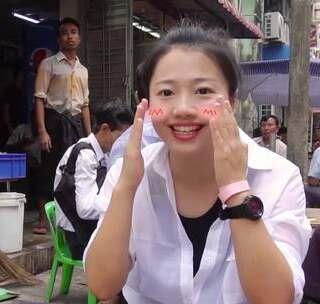 缅甸吆喝服务员的方式让人害羞!@第一次小姐sun 早茶体验,想要看到真实的缅甸人生活,这种简陋的小店绝对是不二之选!#hi走啦##旅行#【Hi走啦送周杰伦演唱会门票啦!关注微信公众号:Hi走啦,发送:周杰伦,获取活动规则,你不来抢一张吗?】