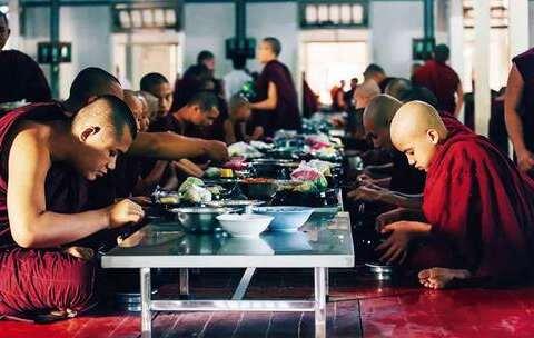 【Hi走啦美拍】缅甸男人一生必须出家一次,他们...
